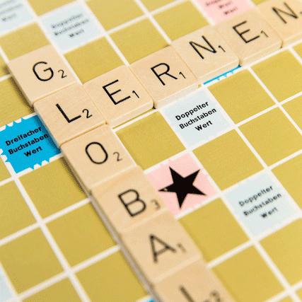 Scrabbel-Buchstaben zum Begriff Globales Lernen gelegt