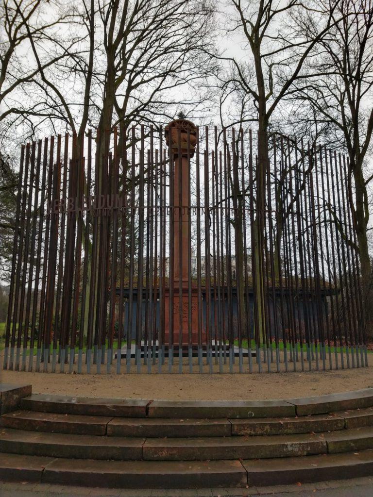 Jägerdenkmal Marburg mit neuer Installation
