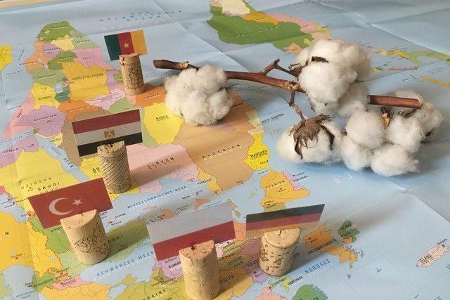 Materialien aus der Lernkiste: Baumwolle & Textilien
